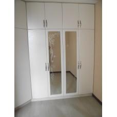 Шкаф деревянный белый