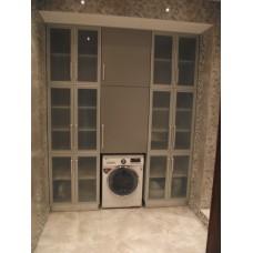 Шкаф с полупрозрачными дверцами