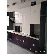 Кухня пленка белая с фиолетовым