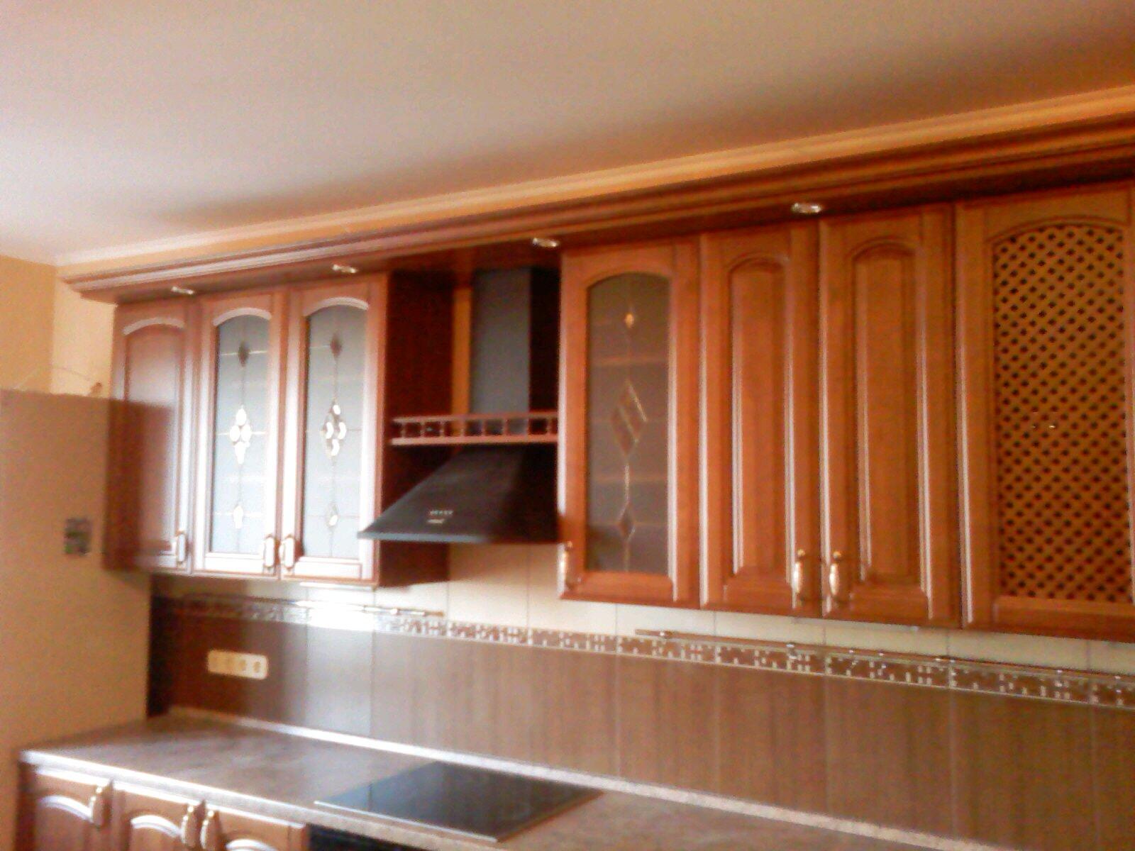 Кухня массив коричневое дерево