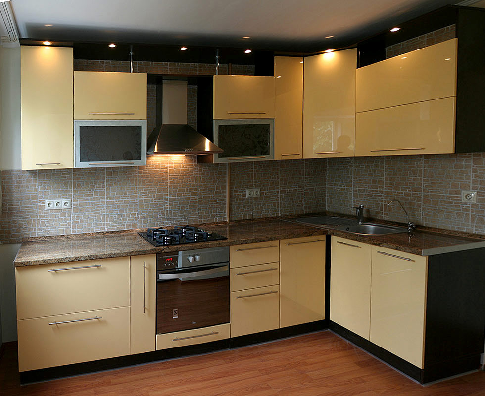 Кухня МДФ крашеный светло-желтая