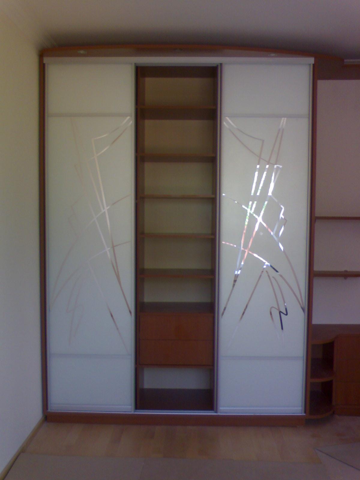 Шкаф белый матовый
